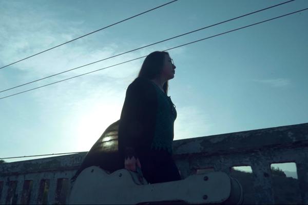 Valentina Inostroza estrena videoclip de su sencillo «Ventolera»