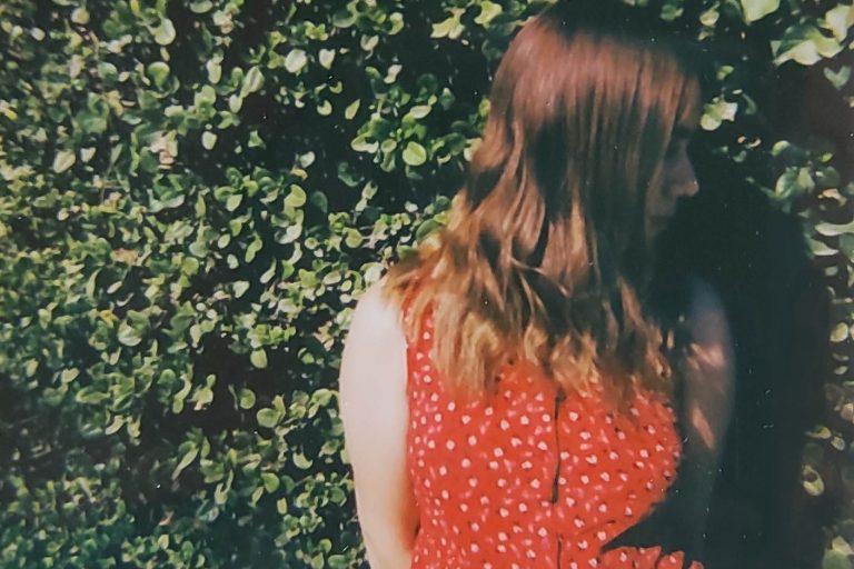 ¡Hecho en Chile, en inglés y de calidad! Nessa nos relata la historia de Little M en su nuevo EP